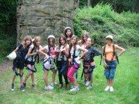 Chicas visitando el parque aereo del Montnegre