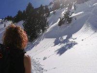 Camina sobre la nieve en Benasque