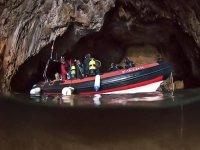 Barco de buceo en la cueva alicantina