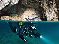 Buceando en las cuevas de Cap la Nao