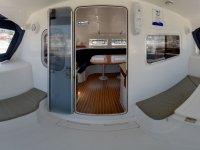 interior del catamaran