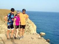 Ciclistas junto al mar
