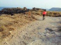 En bici hacia las ruinas historicas