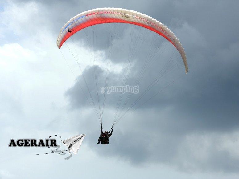 滑翔伞双座空中