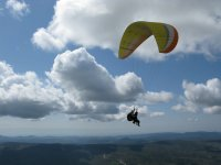 在莱里达的串联滑翔伞飞行