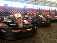 Flota de karts en circuito cubierto