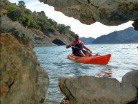Rowing between the rocks of Istan