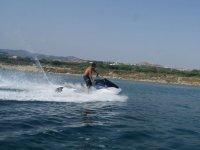 Acelerando la moto acuatica