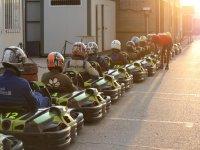 preparados para arrancar en el circuito de karting en Barcelona