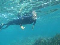buceando a poca profundidad