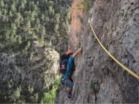 Pasando los obstáculos de la ferrata