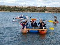 Zattera con canoe