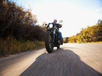 驾驶摩托车