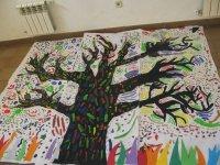 Arbol pintado por los alumnos