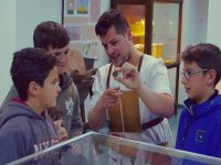 Patricio explaining to the little ones the story