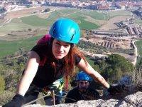 第一米女孩爬上费拉塔森特列斯费拉塔