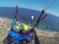 Flying several paragliders together