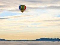 Volar en globo al amanecer