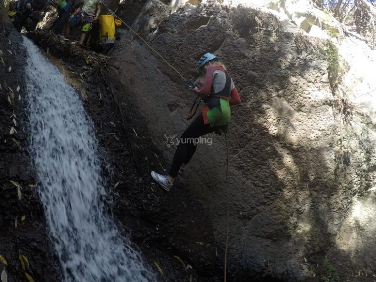 Rappel nel canyoning a Mogan
