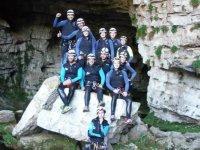 Companeros a la salida de la cueva