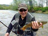 在河里钓鱼