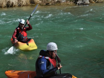 Piragüismo en río Segura aguas bravas nivel 2 y 3