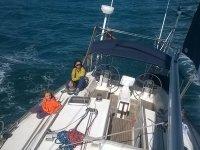 Sentadas en la cubierta del barco