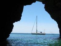 Barco frente a costas gaditanas