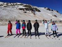 Aprendiendo esqui en la pista de Granada