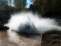 Levantando agua con el quad