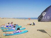 Practicando movimientos en la arena