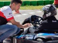 Listos para una carrera de karting