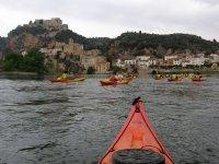 In kayak godendo di splendide viste