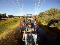 Volando con el piloto de paratrike