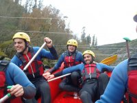 Juegos en la balsa de rafting