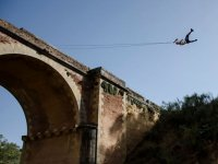 Spettacolare bungee jumping