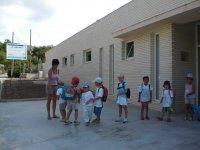 Alumnos en el exterior de las aulas