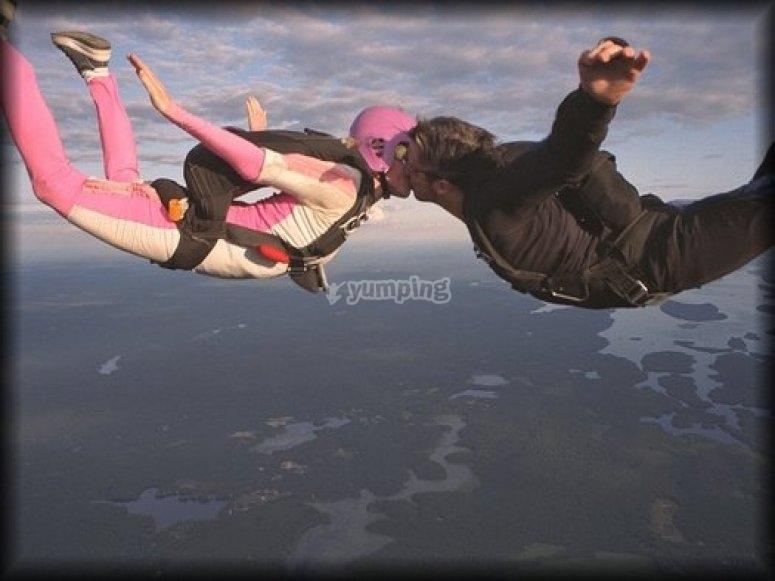 Pedidas de mano originales y aventureras - Paracaidismo parejas