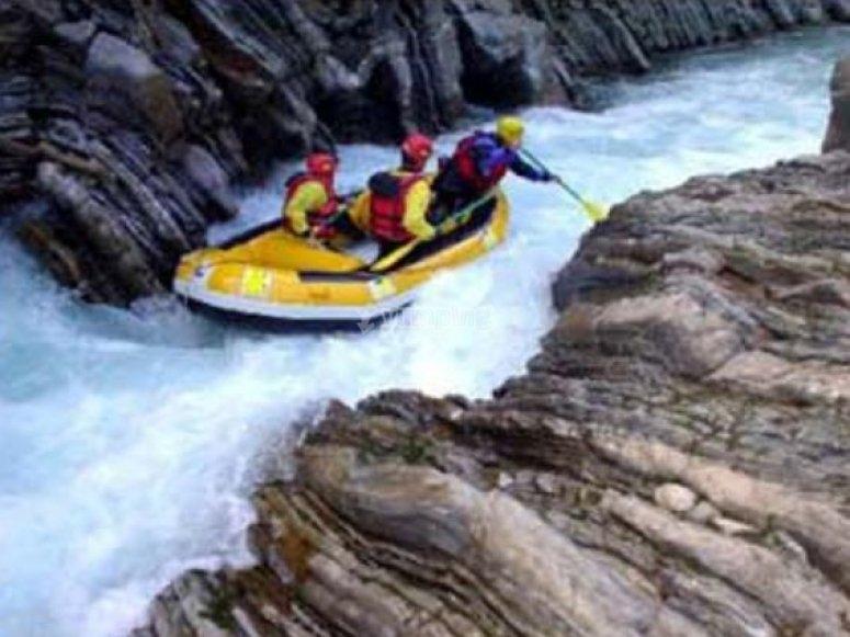Descenso de ríos en rafting