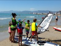 Leccion de windsurf infantil