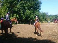 在 La Fageda 赛道上骑马