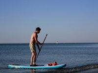 Uomo sulla riva