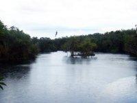 Tirolina por encima del agua
