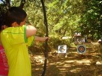 Probando el tiro con arco en San Pablo de los Montes