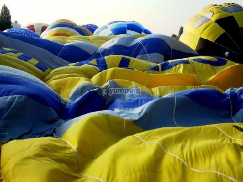 Participa en el inflado de globos aerostáticos