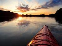 Canoa al anochecer