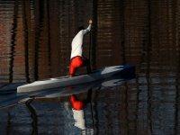 两个孩子做piraguismo划艇标志巴尼奥斯德尔萨格拉里奥