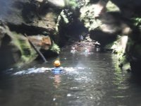 通行区游泳