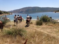 Excursion a caballo al embalse