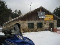 Albergue y moto de nieve